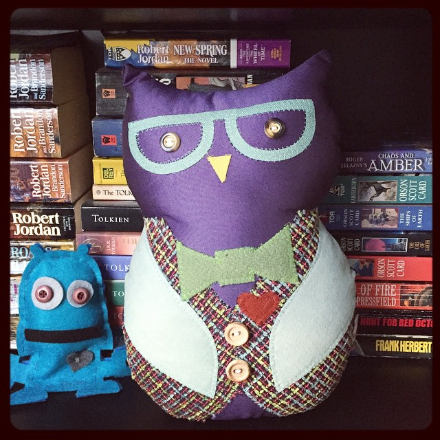 Meet Powel, my new book keeper owl :) find yours @oodlebadoodle Studio! Great talent selection, everyone should have one! #poweltheowl #oodlebadoodle #bookkeeper #SFEtsy #readmorebooks